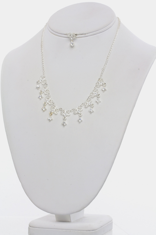 Fancy Friday Necklace Set