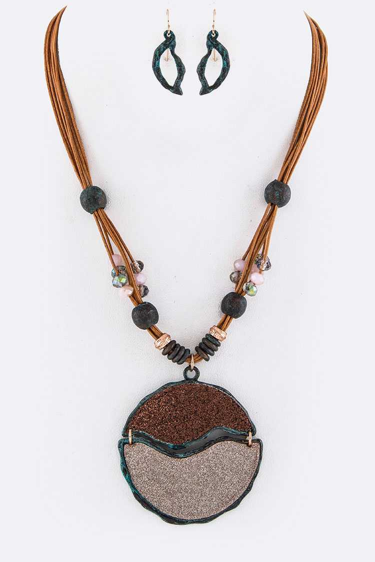 Metallic Textured 2 Tone Pendant Leather Necklace Set
