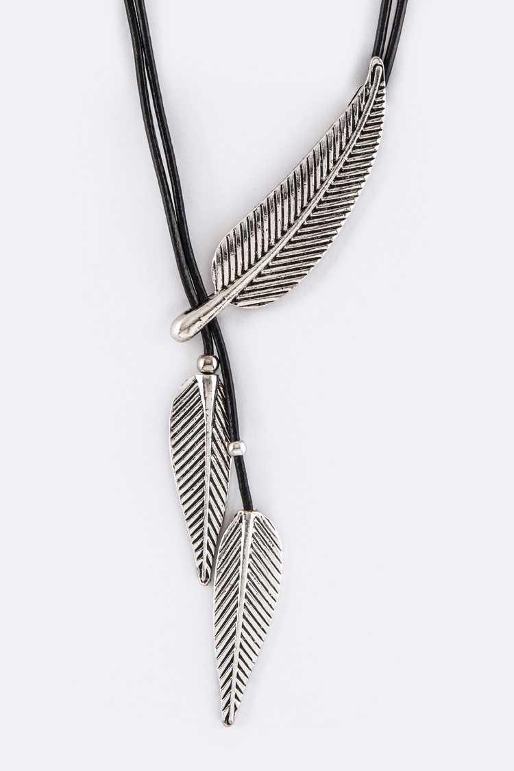 Toggled Metal Feathers Necklace Set