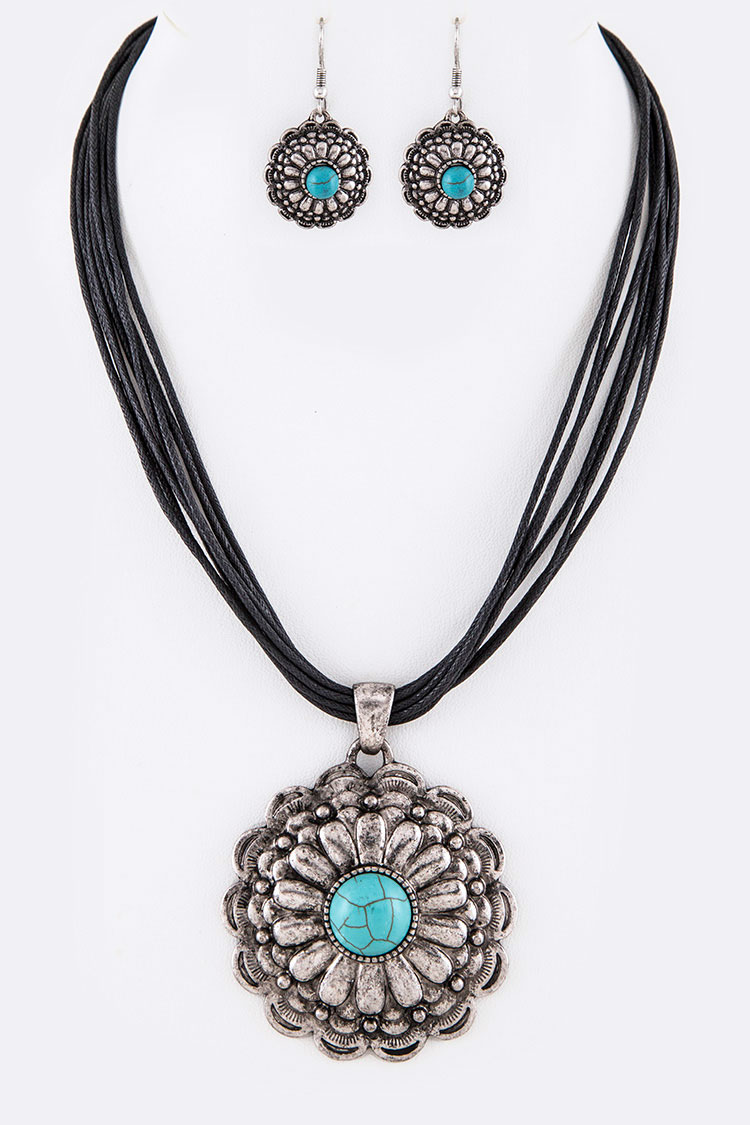 Turquoise Embossed Pendant Necklace Set