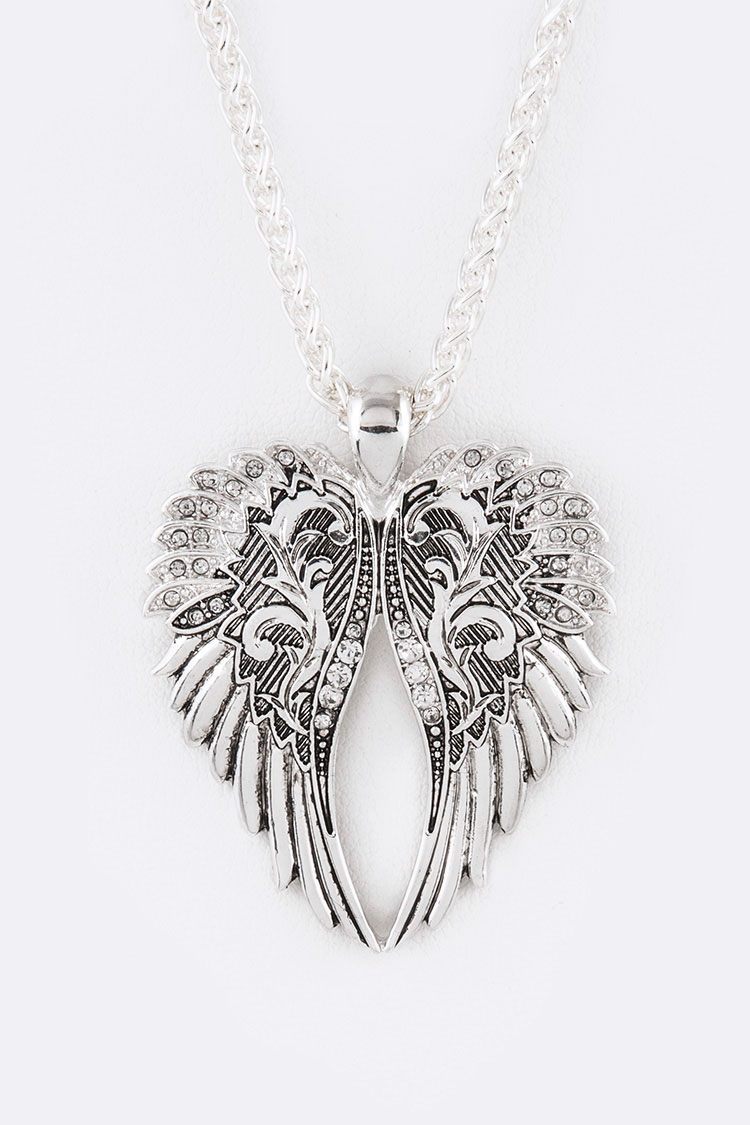 Metal Wings Iconic Pendant Necklace Set