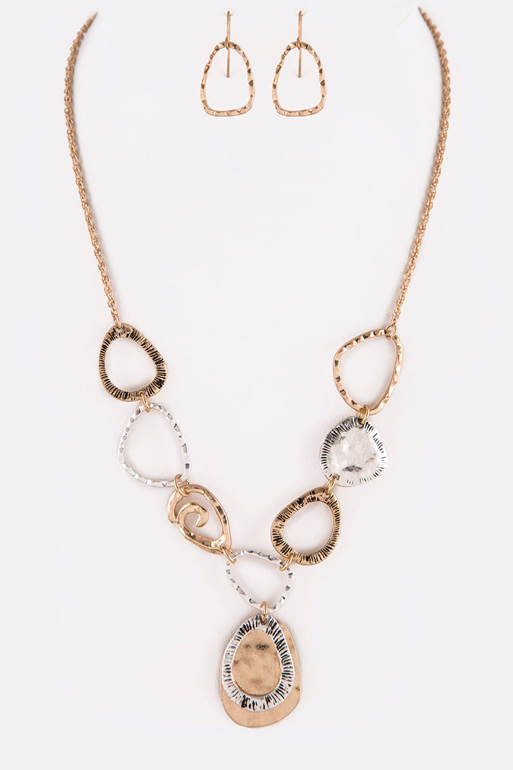Mix Textured Iconic Pendant Necklace Set