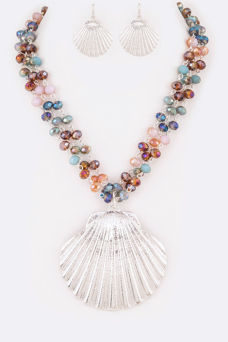 Iconic Sea Shell Pendant Layer Necklace Set