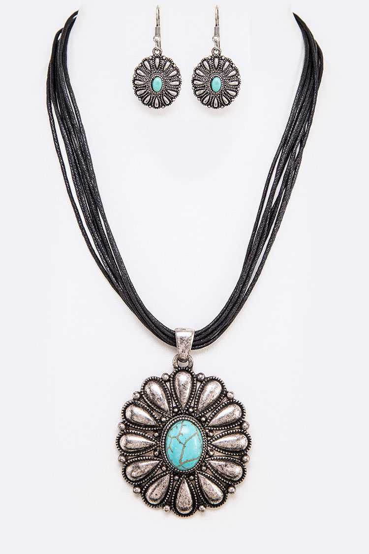 Turquoise Concho Pendant Necklace Set