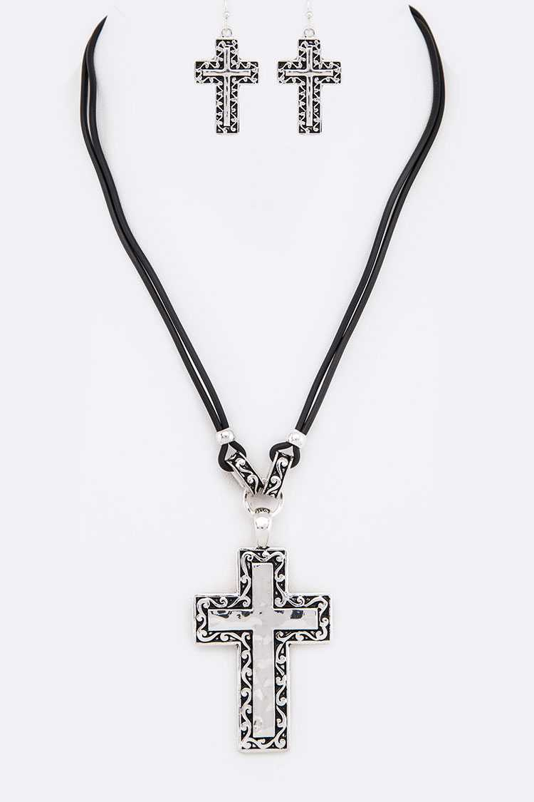 Embossed Cross Pendant Necklace Set