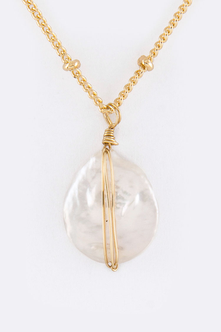 Wired Button Pearl Pendant Necklace