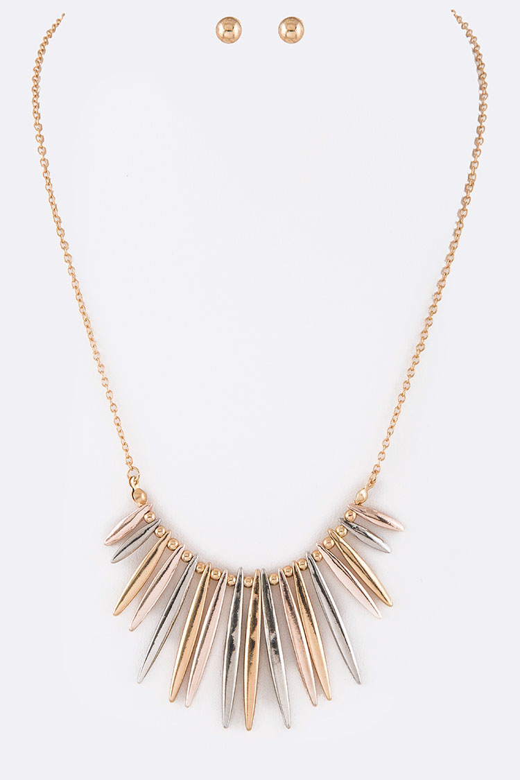 Metal Spikes Iconic Necklace Set