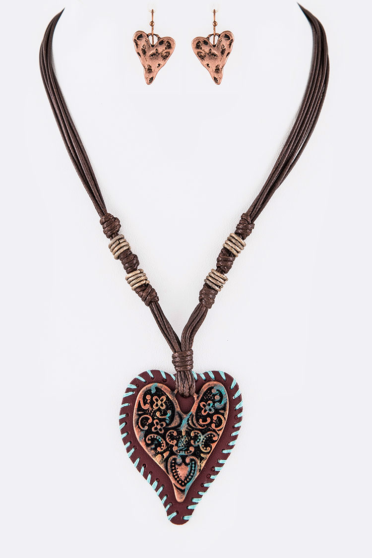 Engraved Heart Mix Media Painted Pendant Necklace Set