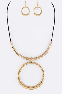 Hammered Ring Pendant Cording Necklace Set